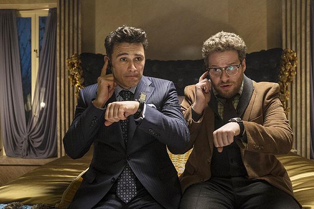"""James Franco e Seth Rogen em cena do filme """"A Entrevista"""". Crédito Divulgação"""