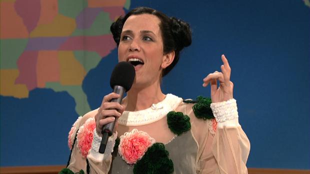 Cena do programa Saturday Night Live com imitação da cantora islandesa Björk. Crédito Reprodução