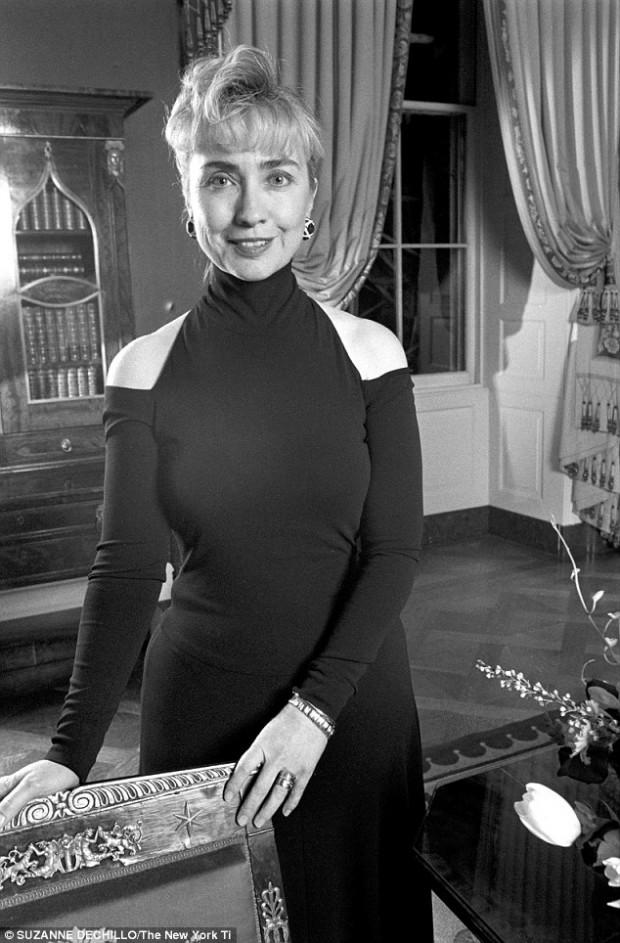 """O ombro nu de Hillary Clinton, em vestido de Donna Karan. Crédito Suzanne Dechillo/""""New York Times"""""""