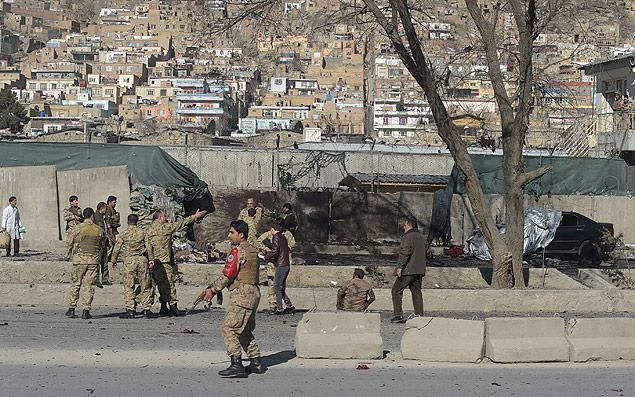 Forças de segurança após atentado em Cabul. Crédito Shah Marai-01.fev.2016/AFP