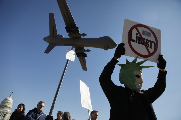 Protesto contra drones em 2013. Crédito Jonathan Ernst/Reuters