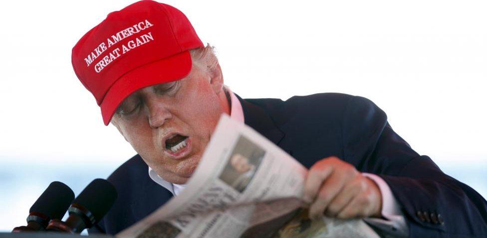 "Donald Trump lê o jornal ""Wall Street Journal"""