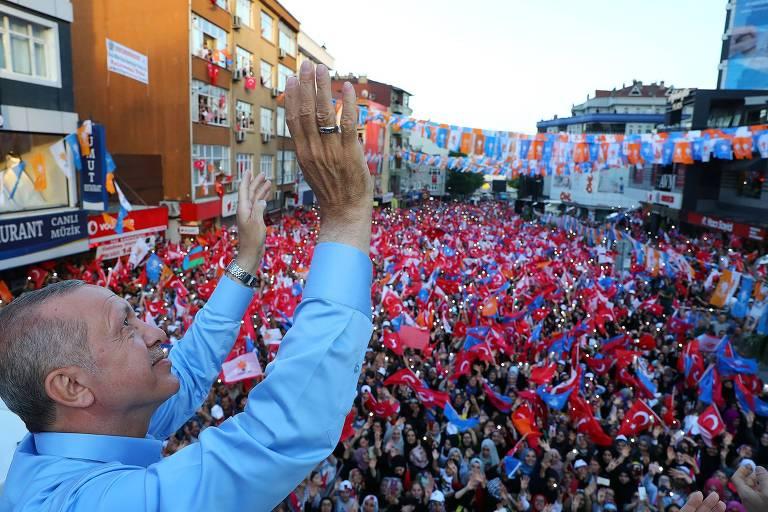 O presidente turco, Recep Tayyip Erdogan, que busca novo mandato, faz comício em Istambul em junho