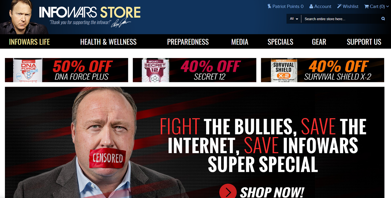 """Captura da tela do site InfoWars, de Alex Jones, em que são exibidos produtos à venda como suplementos de vitamina. Um banner diz que a compra dos produtos ajuda a """"combater os bullies"""" e """"salvar a internet"""" (Crédito: Reprodução)"""