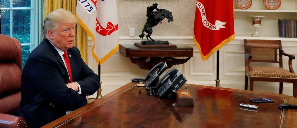 O presidente Donald Trump dá entrevista à jornalistas na Casa Branca (Crédito: Leah Millis - 20.ago.2018/Reuters)