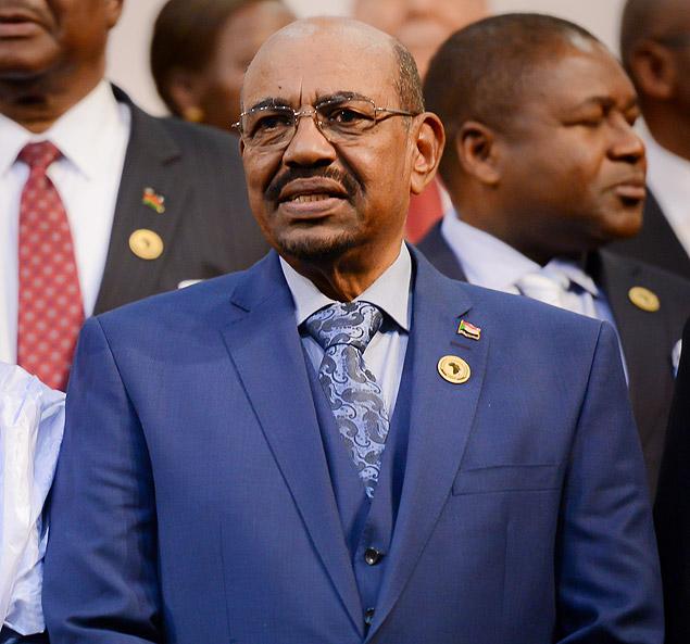 O ditador do Sudão, Omar al-Bashir, é acusado de genocídio e crimes contra a humanidade