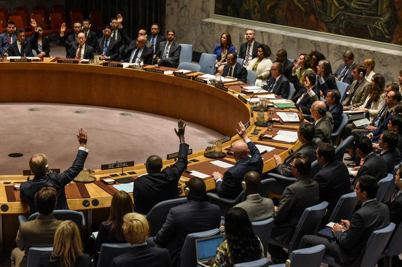Diplomatas participam de votação no Conselho de Segurança da ONU em Nova York, EUA, em 2017
